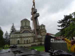 Фото: Митко Спироски, Лешок, 21.05.2016, Во Лешочкиот  се постави Крст-Паметник, дар од  Руската амбасада, а во чест на монасите кои овде живееле