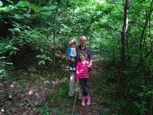 Пешачење по патеките на дедо во Лешок
