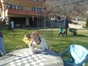 Фото: Митко Спироски, Лешок, Македонија, Викенд на Лешочко Кале со внуците Луна и Стефан