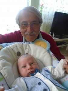 фото: Митко Спироски, Лешок, 01 Август 2017, Вучето Давид со дедо Мите во Лешок