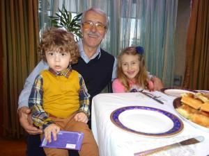 Лешок-Скопје, 04 Декември 2016, Внуците Луна и Стефан на домашна слава -Пречиста  кај дедо Мите