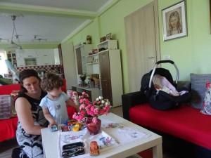фото: Митко Спироски, Лешок, 01 Август 2017, Вучето Давид со мама и бато на гости кај дедо Мите во Лешок