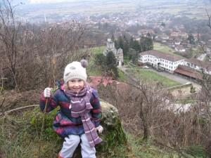 Луна Спироска: Поглед на Лешок и Лешочкиот манастир, Лешок, Македонија, 24 Јануари 2015