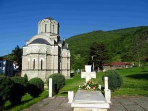 Епитаф на гробот на Кирил Пејчинович во Лешочкиот манастир