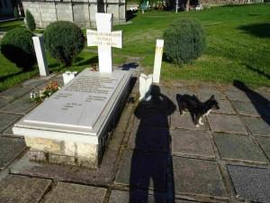 Гробот на Кирил Пејчинович во Лешок со нова мермерна плоча