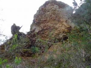 фото: Митко Спироски, Лешок, 28.03.2016, Остатоци од ѕидините од Лешочкото кале од источна страна