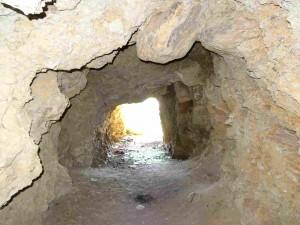 Фото: Митко Спироски, Лешок, 23.05.2016, Во тунелот од карпите од оникс во Лешочкото кале
